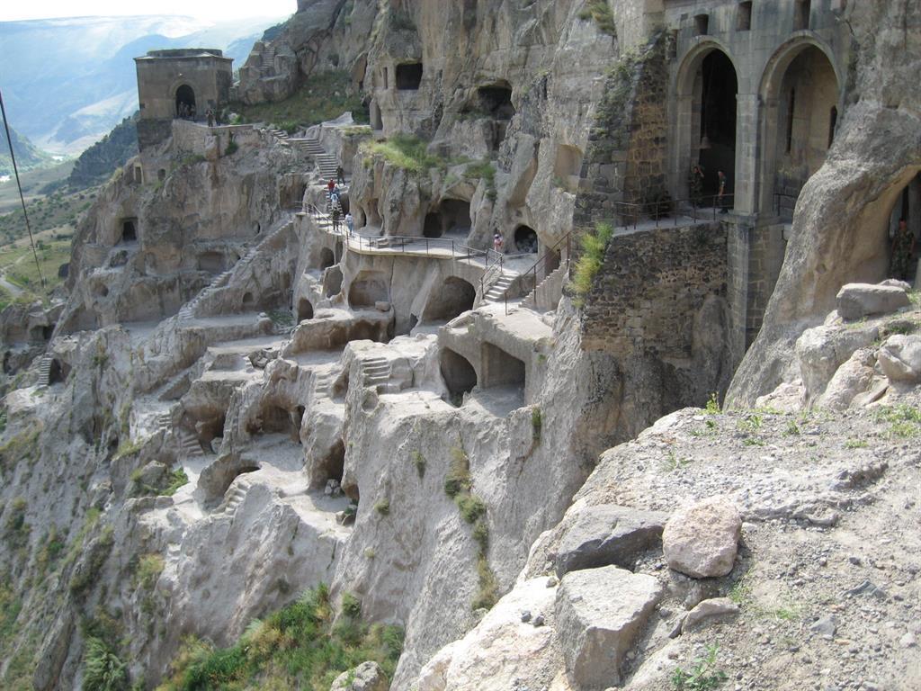 עיר המערות היפיפייה וארדזיה. אילן זיו
