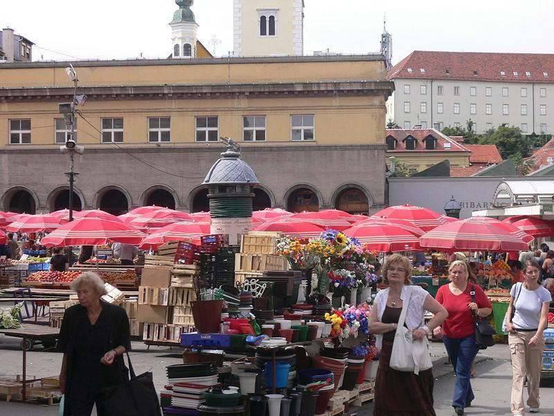 השוק ברובע דולץ, שוק ירקות ופירות ססגוני. צילום: ויקיפדיה
