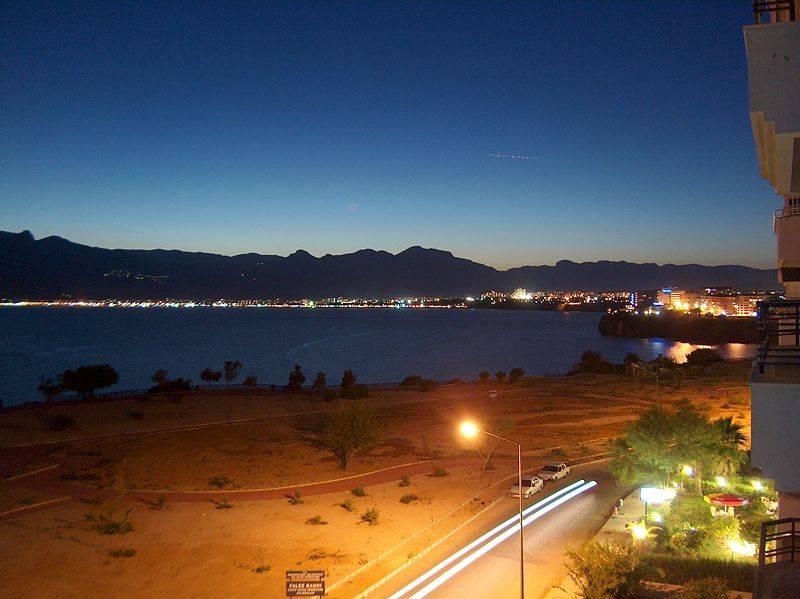 אנטליה בלילה, צילום באדיבות וויקימדיה, רשיון GNU, צילם Mehmet Bilgen