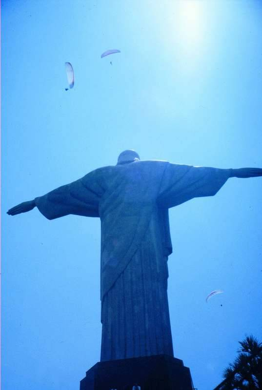 הקורקובדו- פסלו של ישו המושיע. צילם גיא נוימן מוטי בלושטיין ורד פאר