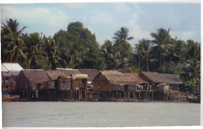 בתים על גדת נהר המקונג, צילום זאביק רילסקי