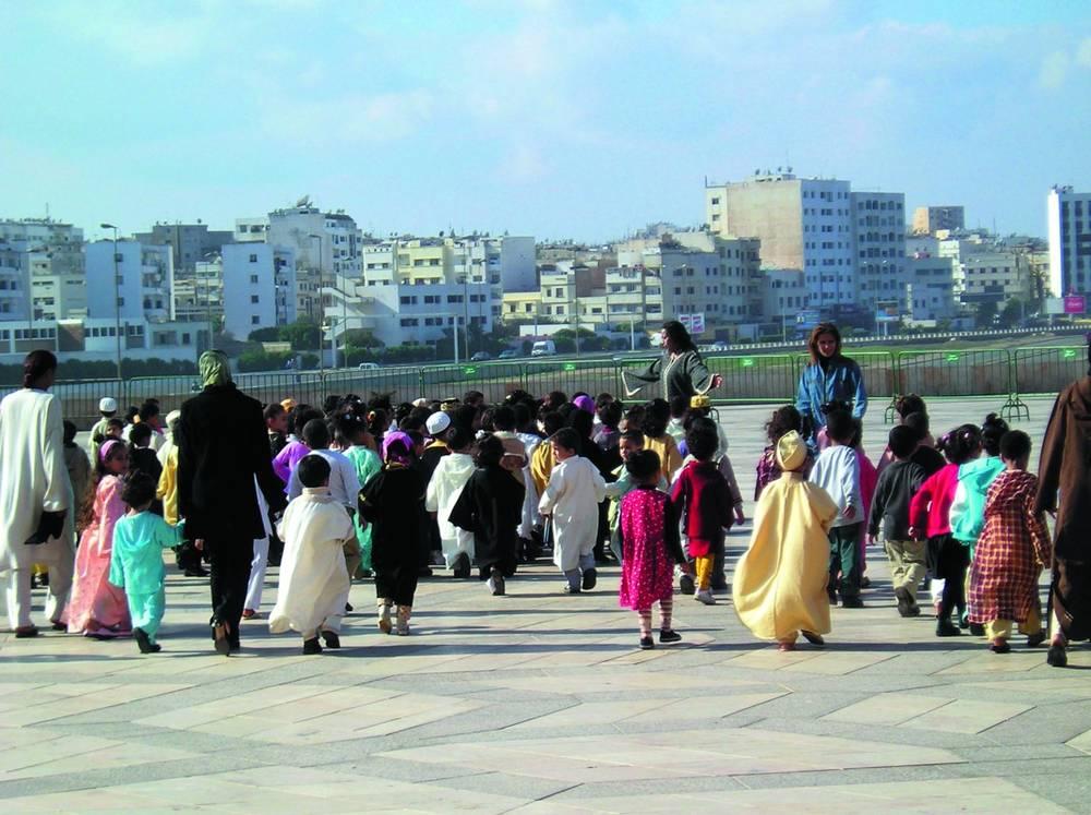 ילדים באים לבקר במסגד חסן ה-2 בקזבלנקהצילום: אריה אלאלוף, יוסי בן-עמי