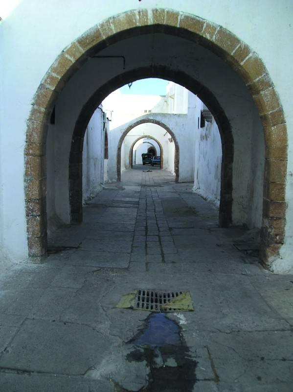 סמטא ברחוב חובוסצילום: אריה אלאלוף, יוסי בן-עמי