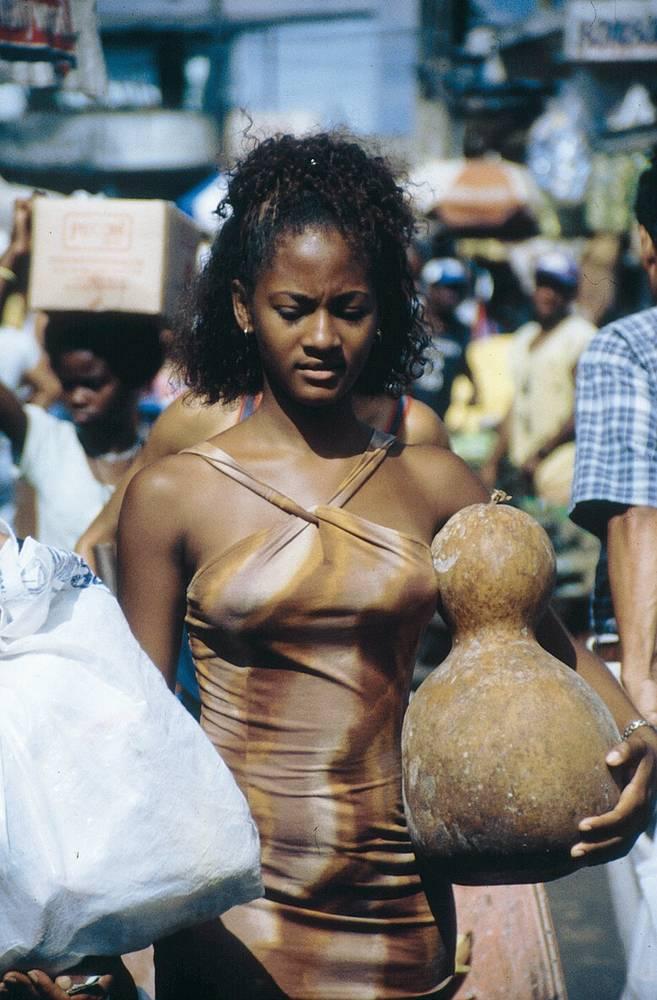 אישה עם דלעת בשוק. צילםגיא נוימן מוטי בלושטיין ורד פאר