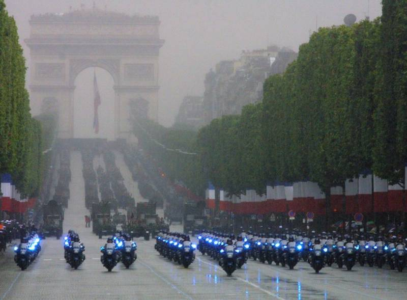 המצעד החגיגי ביום הבסטיליה. צילום: Frédéric de La Mure M.A.E.E