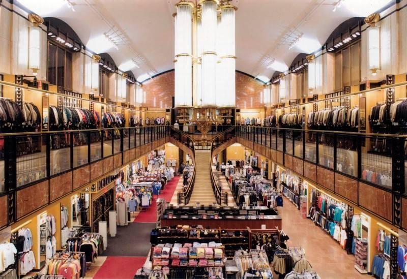 בגדי מעצבים במחירים זולים יחסית. Century 21