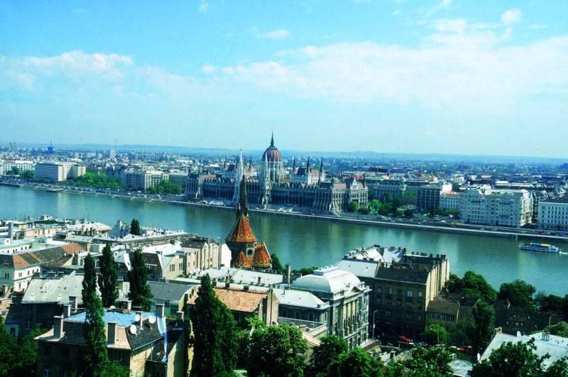 <p>בבודפשט נופים מרהיבים ואתרי בילוי רבים בהם מרחצאות תרמיים</p>