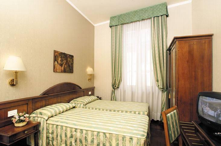 קרוב לכל האתרים המרכזיים בפירנצה. Hotel Boccacio