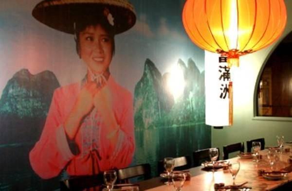אווירה מקומית, צעירה ותוססת ב-Fu Manchu