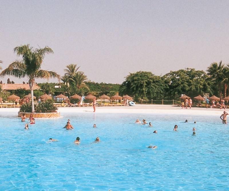 אחד מפארקי המים הגדולים ביותר באירופה. פארק Aquopolis