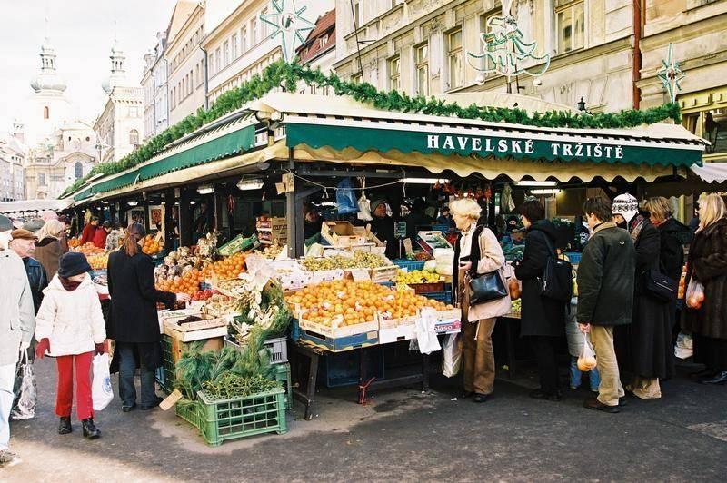 השוק הפתוח העיקרי במרכז העיר - Havelske Trziste. צילום: Czech Tourism