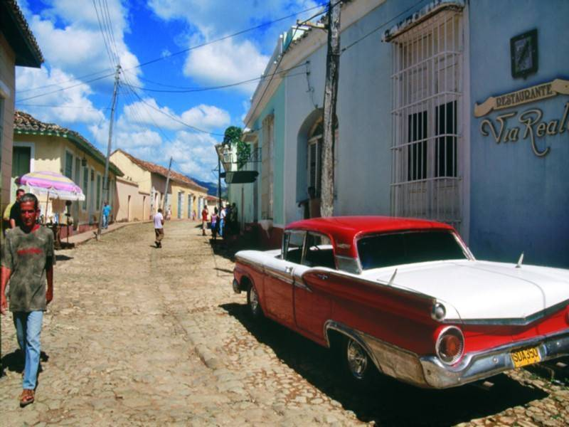 <p dir=rtl>קובה משמשת כמוזיאון פתוח למכוניות אמריקניות משנות ה-50, שעוברות תיקונים יומיומיים כדי להמשיך ולנסוע. צילום: ברק אפיק וממן אוויאיישן</p>