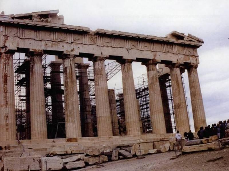 אחד מן המבנים המרהיבים באקרופוליס שנבנה במאה הרביעית על ידי פריקלס, בקופה שנחשבת לתור הזהב של אתונה. צילום: רינת דבי