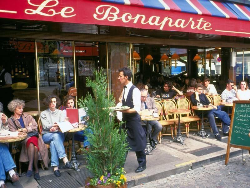 <p>בית קפה פריזאי. צילום: Frédéric de La Mure / M.A.E.E</p>