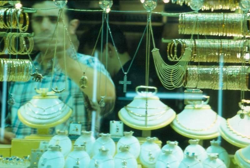 אחת מחנויות הזהב הרבות בבזאר הגדול באיסטנבול. צילמה: רותי אמנו