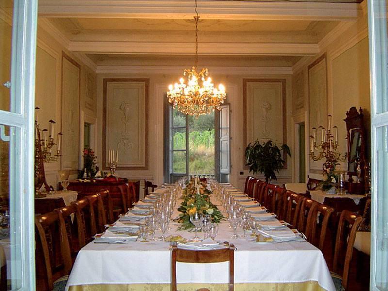 לפני הארוחה במנזר של קמילאנו. צילמה: צאלה רובינשטיין