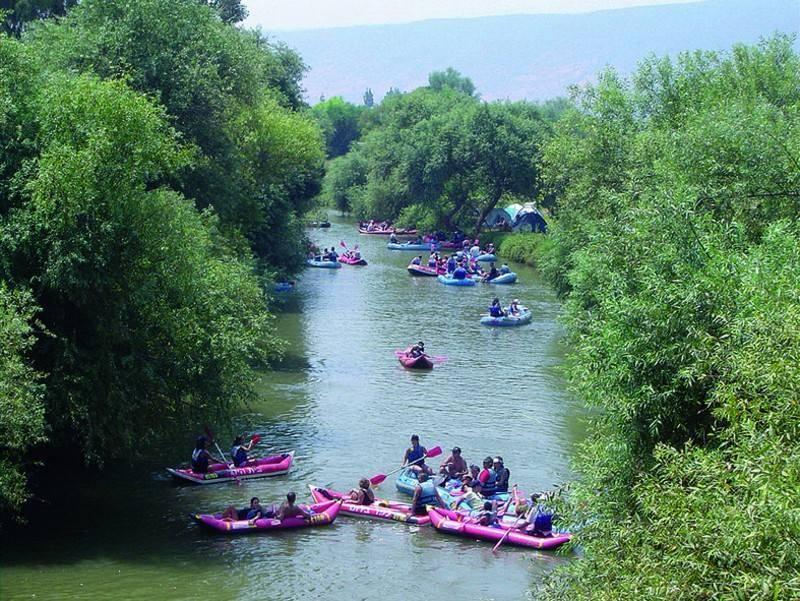 קייקים בנהר הירדן. צילמה: יונית קמחי