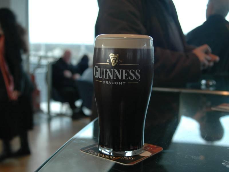 מידי יום מתענגים בעולם על יותר מ-10 מיליון כוסות Guinness. צילם: גיא נוימן