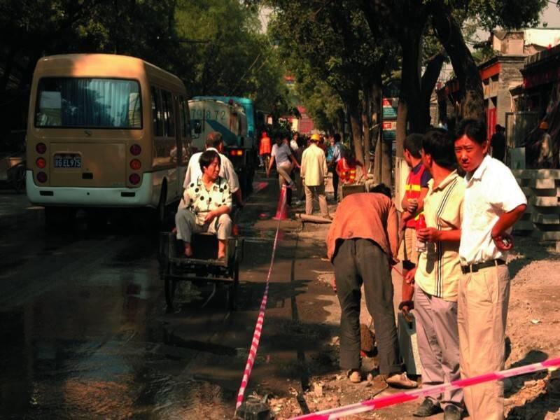 <p>שיפוצים בלתי-פוסקים ברחובות בייגינג. צילום: ברוך כהן</p>