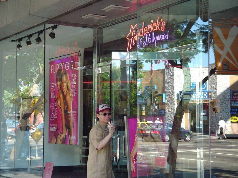 פרדריקס אוף הוליווד - חנות הלבנים המיתולוגית