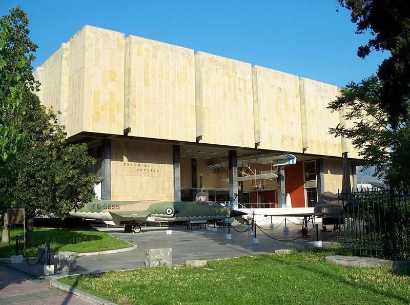 המוזיאון הצבאי, במוזיאון תצוגות של כלי מלחמה, מדים, ציורים ופורטרטים של מנהיגים צבאיים יוונים לאורך כל ההיסטוריה הארוכה של המדינה. צילום: ויקיפדיה (רשיון GNU)