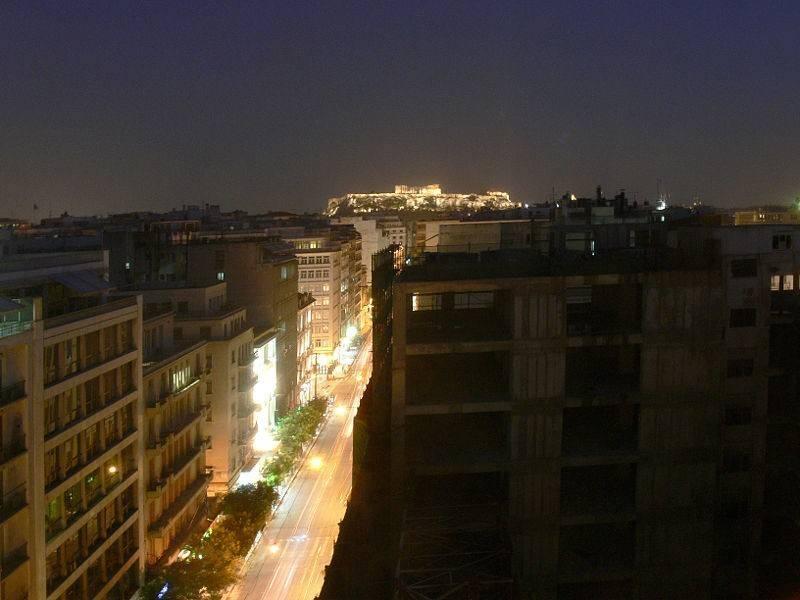בתי מלון רבים נמצאים במרחק דקות מהאקרופליס המרהיב ביופיו, צילום: fingalo, ויקיפדיה