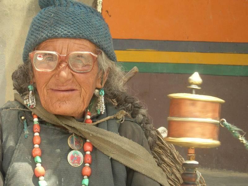 דתם של ההודים לימדה אותם לחיות עם הרע, עם הנכות ועם הזקנה מבלי הצורך להעמדת פנים.