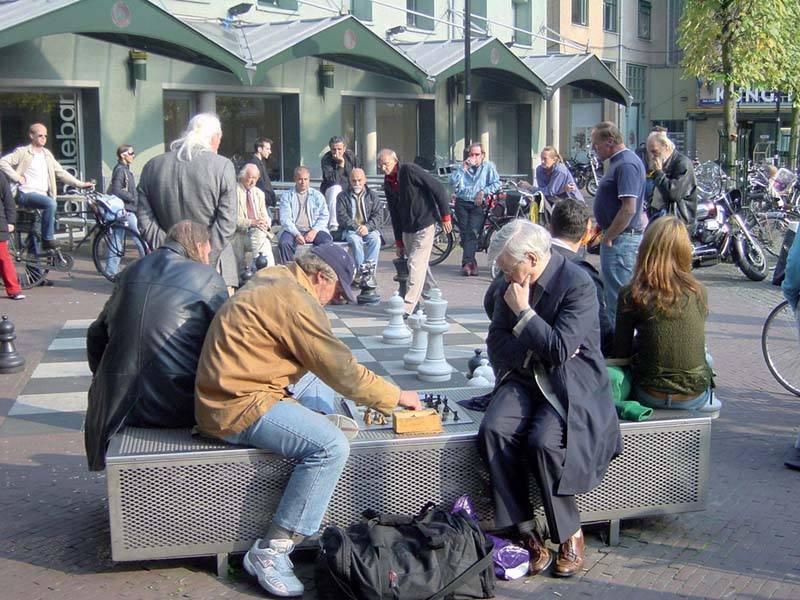 משחק שח-מט באמצע הרחוב. צילם: גיא נוימן