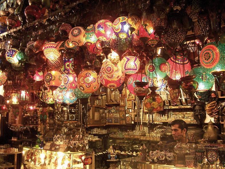 בשווקים של איסטנבול ניתן למצוא הכל. צילמה: יונית קמחי