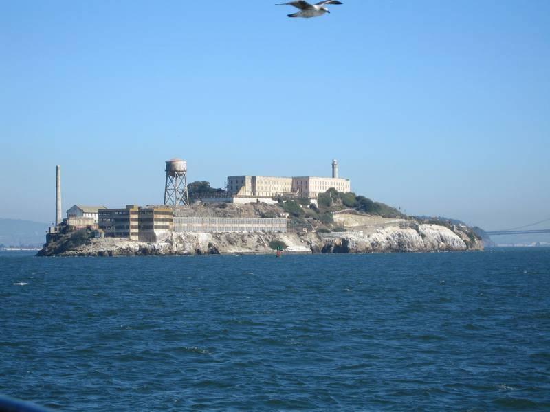<br /> מבט מהעיר אל כלא אלקטרז. צילום: סיגלית בר