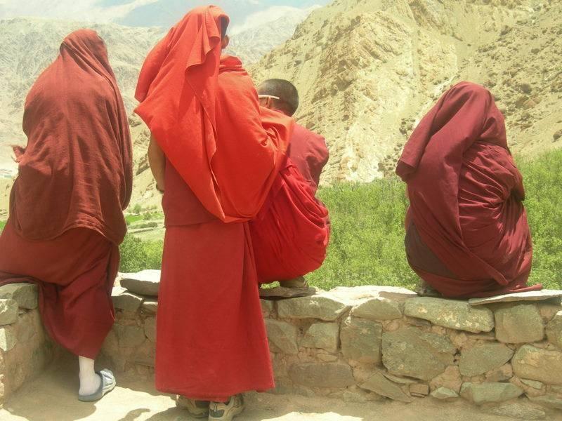 אינני חושב שההודיות הרוחנית נעלה יותר על המערביות החומרית. העיקרון המנחה אותי בחיי הוא איזון