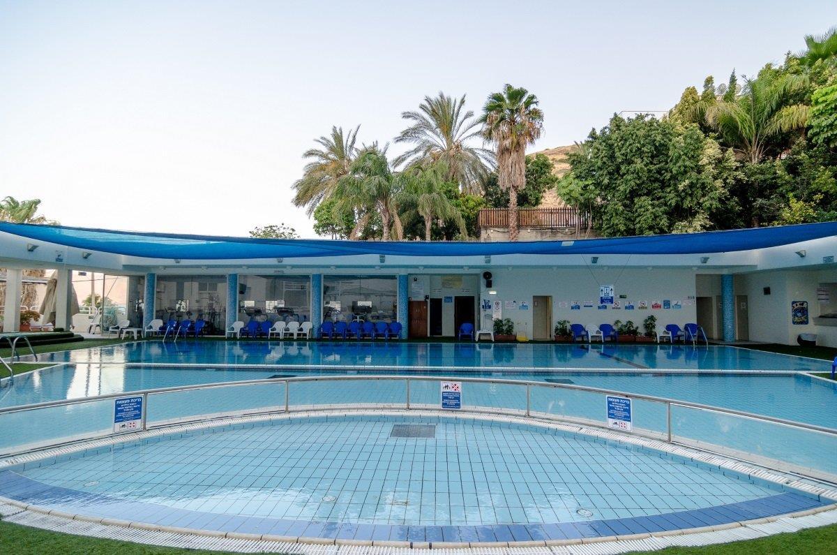 royal-plaza-pool