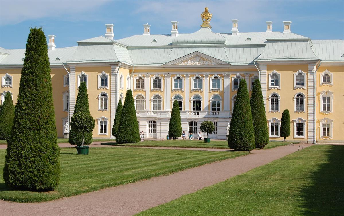 peterhof-palace-1168137_1920