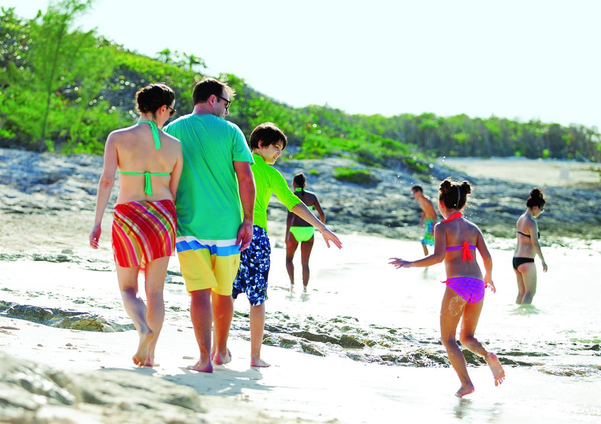 ncl_Fam_Beach_Stroll