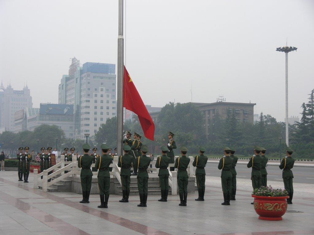 שיאן, טקס הרמת הדגל מול בית הממשל המקומי