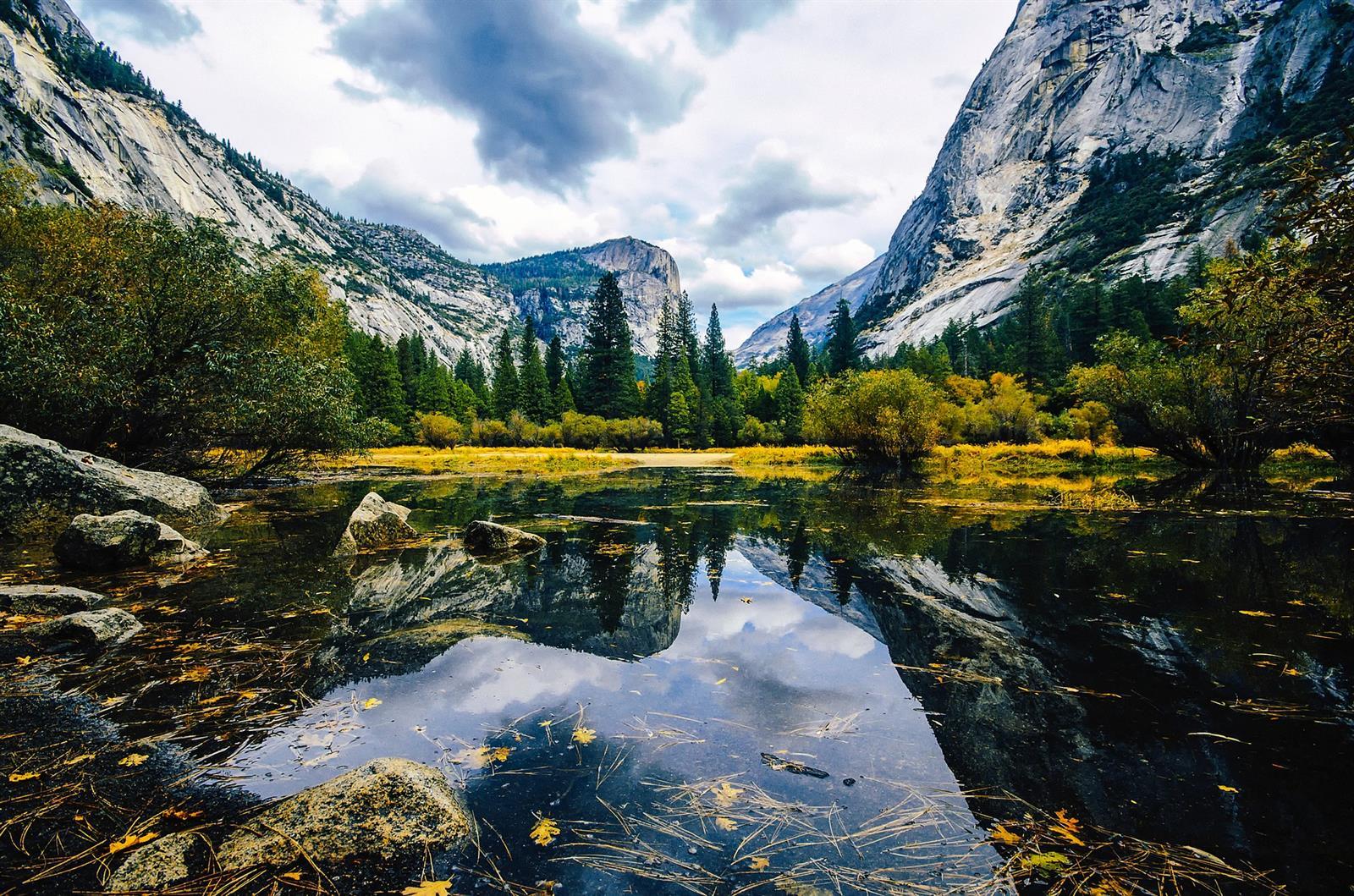 אגם הראי בפארק יוסמיטי שבקליפורניה