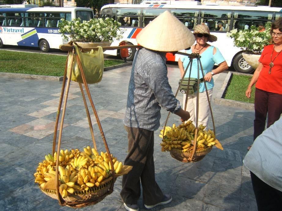 רוכלים מקומיים בוויטנאם