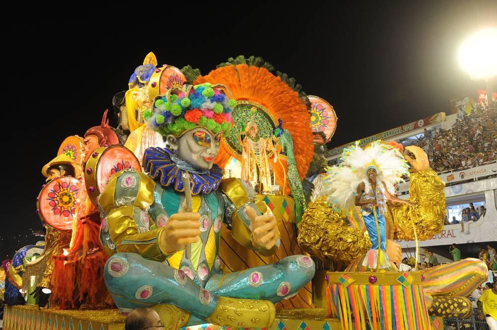 חוגגים בקרנבל בריו דה ז'ניירו