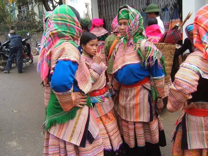 וייטנאמיות בלבוש מסורתח