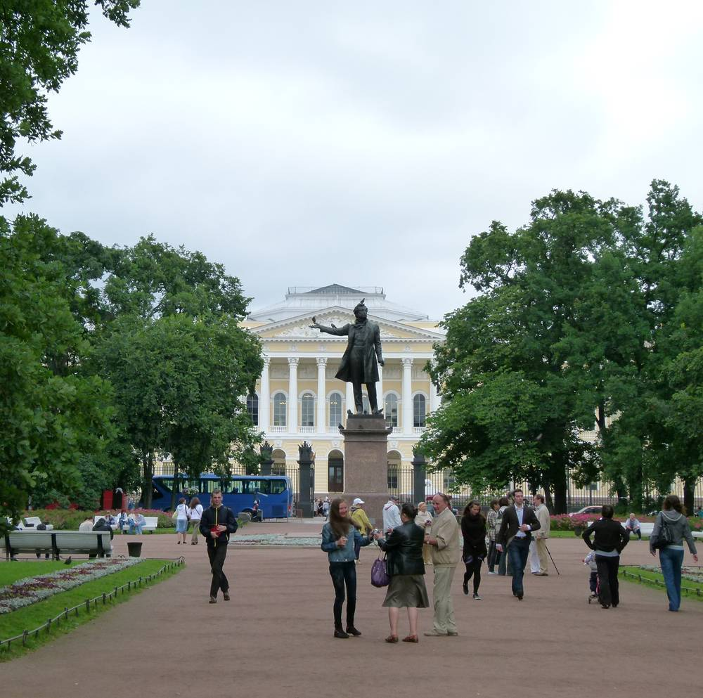 כיכר פושקין או כיכר האמנויות במרכז סנט פטרסבורג, צילום: הרצל אברהם