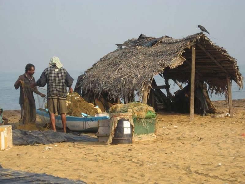 סוכת דייגים על החוף צילם: אילן זיו